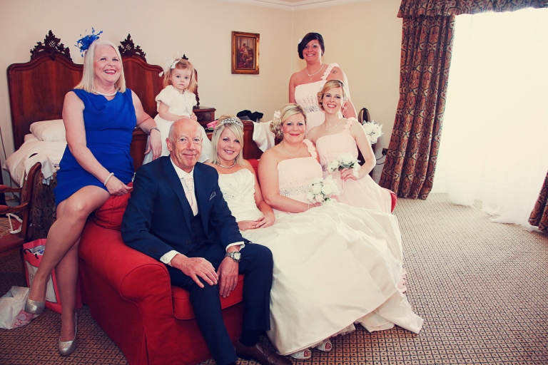 Paul McHutcheon, Laura Guthziet, Family Wedding Portrait, Bride, Pre-Wedding, Preparations, Pearman Photography