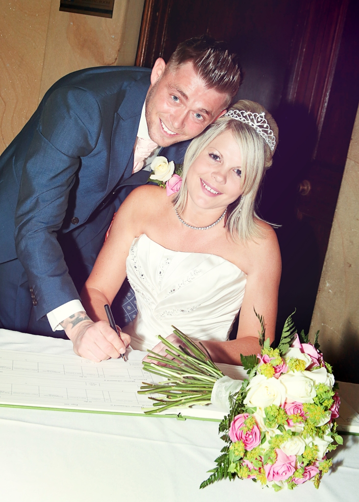 Paul McHutcheon, Laura Guthziet, Bride and Groom, Wedding Day, Signing the register, joy, Pearman Photography