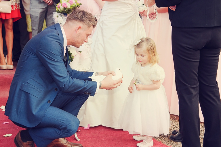 Paul McHutcheon, Laura Guthziet, Daddy and daughter, Wedding Day, White Doves, Release, Bird, Love Birds, Pearman Photography