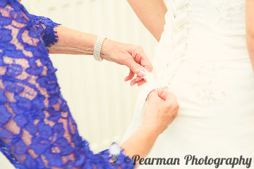 Mother of the Bride, Fastening the dress, Lisa Fay, Richard Johnson, Pearman Photography, Wedding, Jesmond