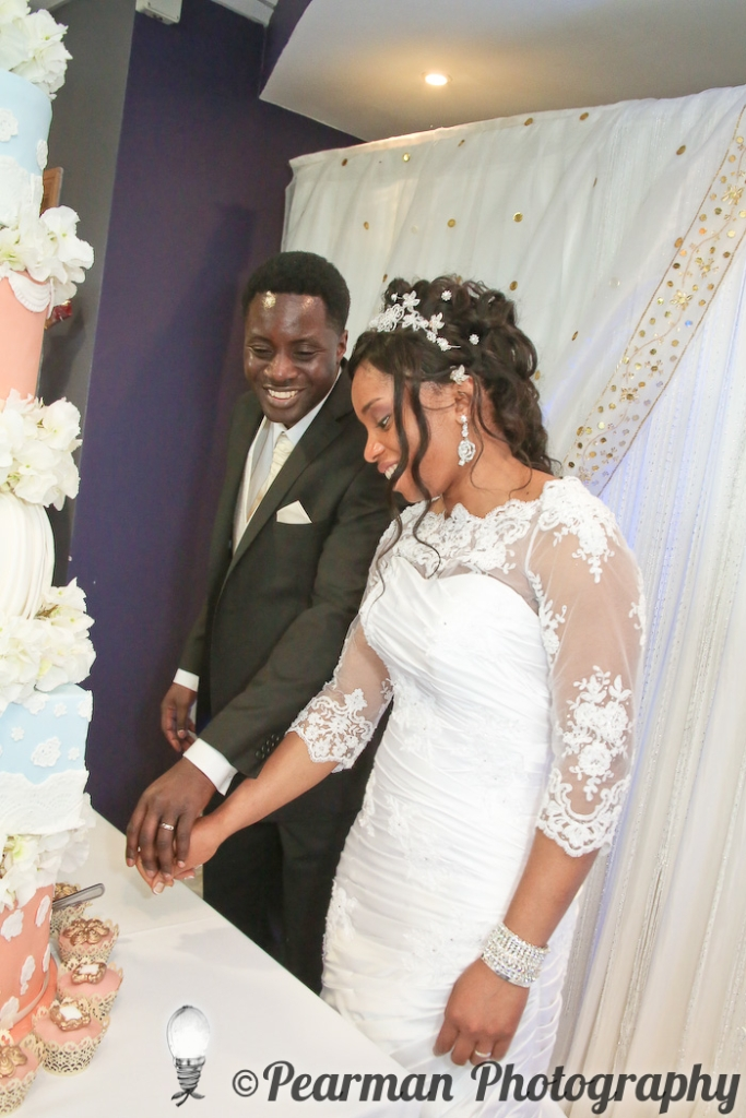 Pearman Photography, Wedding Photography, African Wedding, Ijeoma, Udu Odah, Kingston Park Rugby Club, Cutting the Cake, Peach and Duck Egg Blue Icing