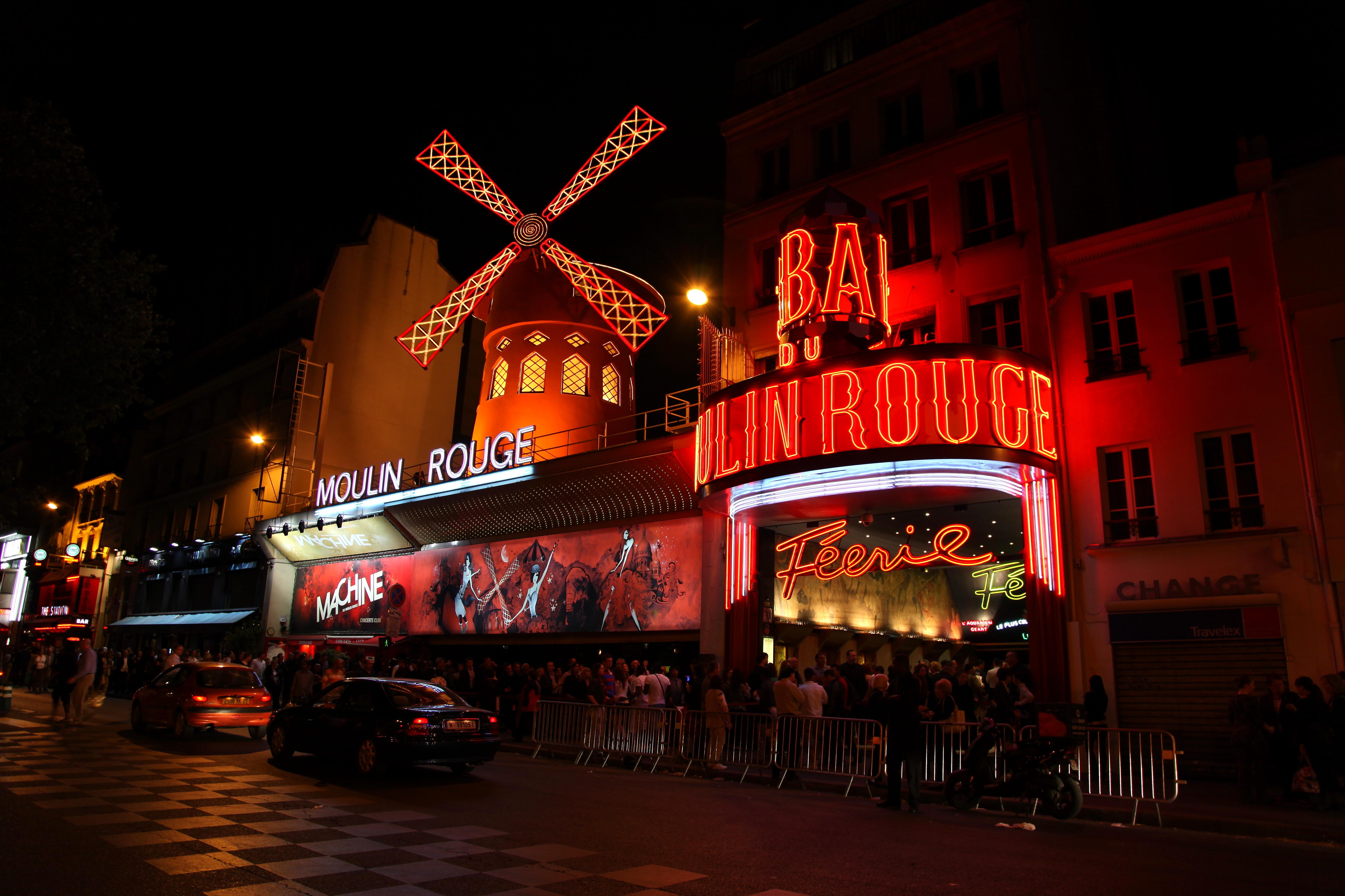 moulin_rouge_paris_april_2011